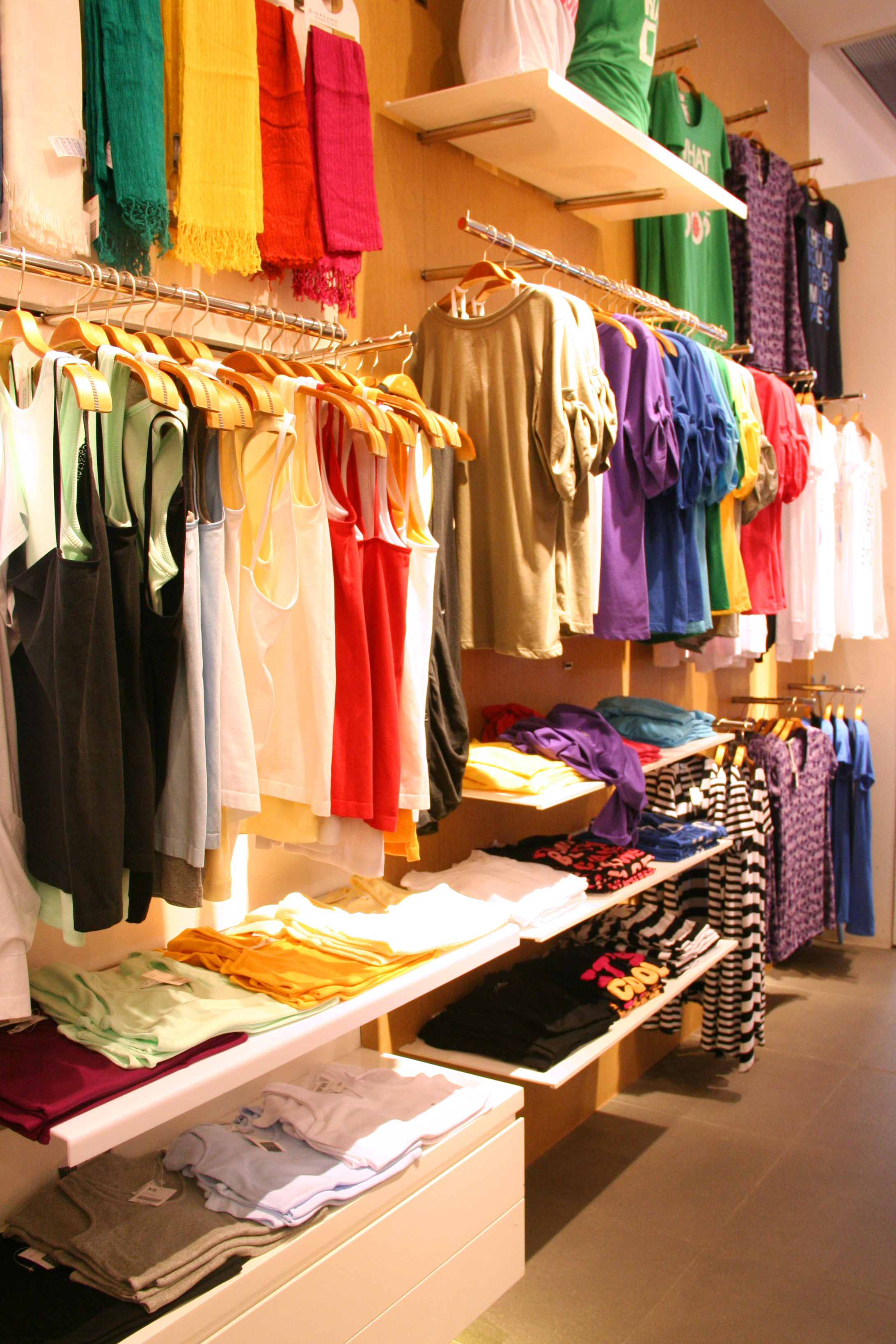 theft and shoplifting To prevent theft, retailers should be aware of common shoplifting methods shoplifters can steal merchandise from a store in many different ways.